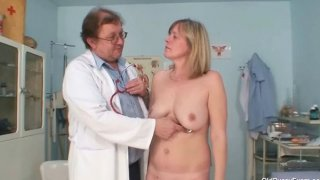 Big tits milf Agnesa perverted pussy examination