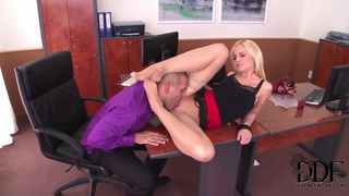Stunning secretary Vanda Lust fucks like crazy