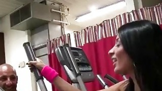 Brunette bombshell goes horny as hell while working out
