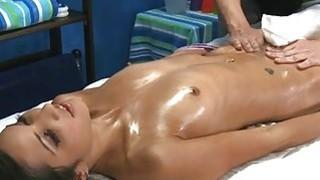 Guy is having enjoyment wanking beautys pussy