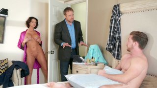Joslyn James gives blow and tit jobs to Kyle Mason
