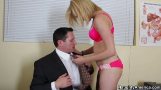Hello, sweet pie! Lia Lor gets her pussy licked