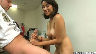 Constantly smiling chick Jessi Foster is a real pro in handjob