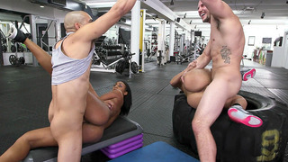 Valerie Kay and Arianna Knight having foursome sex in the gym