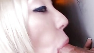 Hottie captivates a penis with explicit sucking