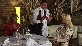 Restaurant racy baning