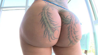 Monster-assed Bella Bellz hypnotizing us with her amazing bubble rump