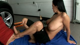 Foot worship scene with astonishing brunette MILF Jasmyne Black