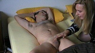Amateur wife gives head to her husband