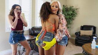 Curvy lesbian MILF Alena Croft eating sexy Scarlit Scandal's teenage pussy